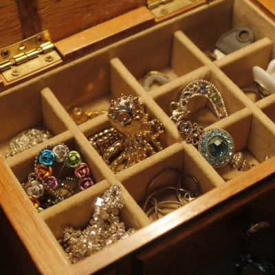 Jewelry and Wardrobe: How to Adorn Yourself the Proper Way