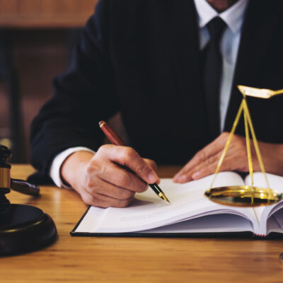 How Do I Hire a Lawyer? In 3 Easy Steps